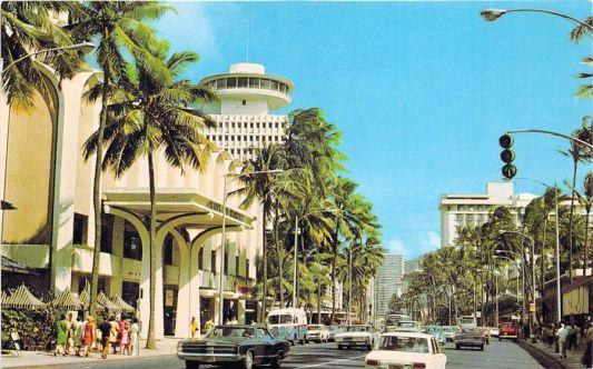 the high building ist the Waikiki Circle Hotel - Honolulu.