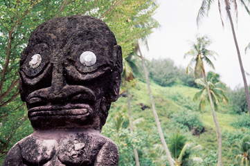 Statue Moorea island